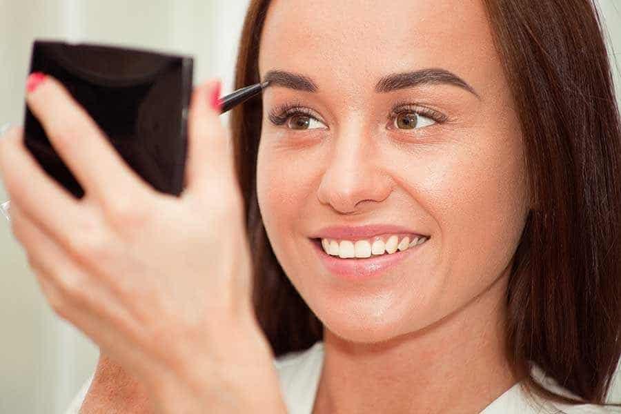 Eyebrow-tattooing-vs-eyebrow-restoration-find-best-option
